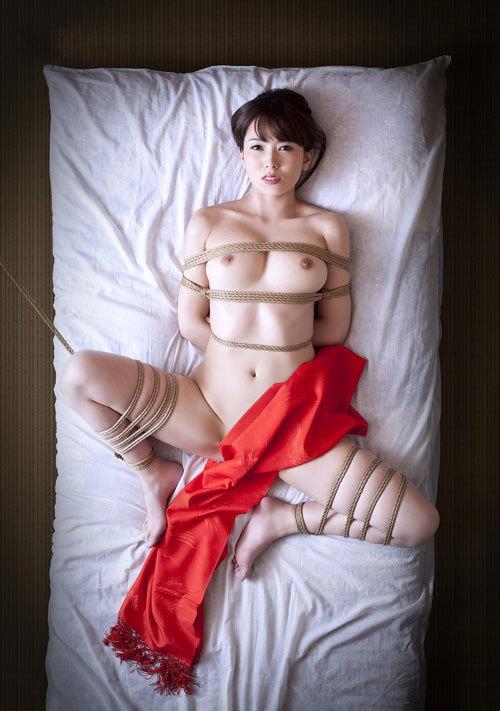 緊縛調教でおっぱいに縄が食い込んでるドM嬢29