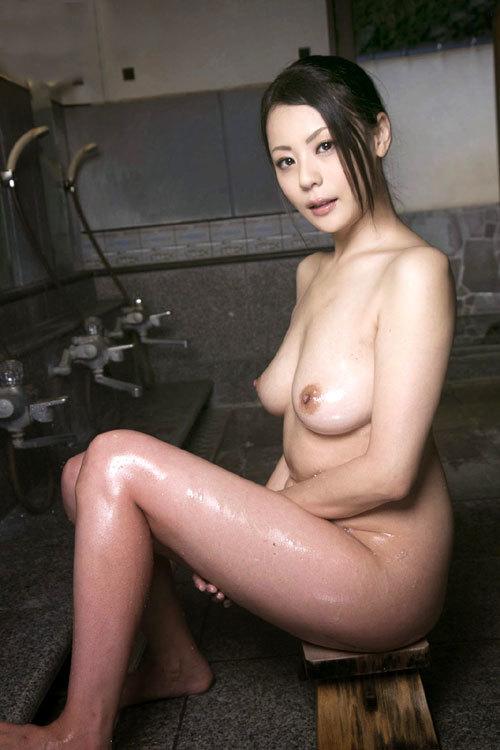 水も滴る濡れ濡れおっぱいが涼しげなお姉さん13