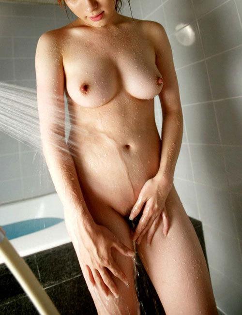 水も滴る濡れ濡れおっぱいが涼しげなお姉さん26