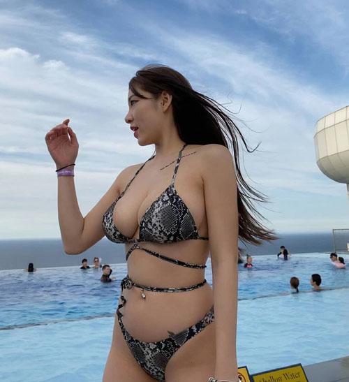 【画像】巨乳だけど顔が微妙な女性www