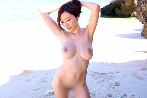 【JULIA】美し過ぎるJカップ全裸を野外解放して一人ヌーディストビーチ状態!浜辺を走って美巨乳が揺れて弾んで暴れて大激震