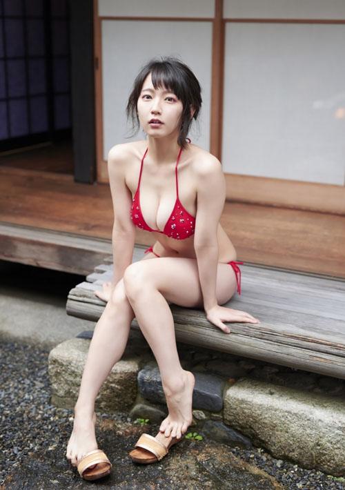 【目の保養】人気女性芸能人の水着姿などセクシー画像100枚