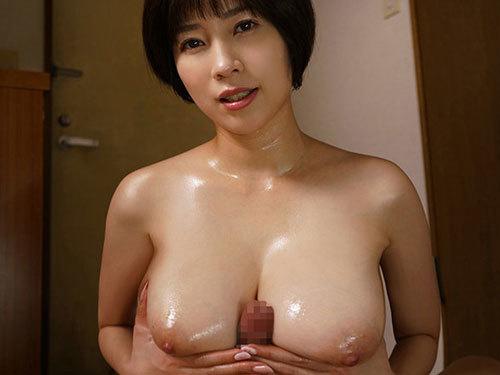 奥田咲 巨乳団地妻が隣の受験生をノーブラで誘惑して汗だくセックスしまくり