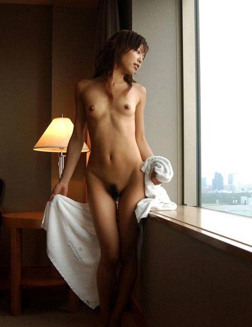 お風呂あがりにバスタオルの女の子のおっぱい12