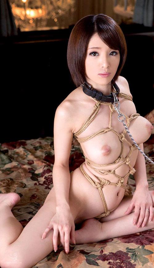 首輪をしておっぱい丸出しのM嬢の従順ペット18