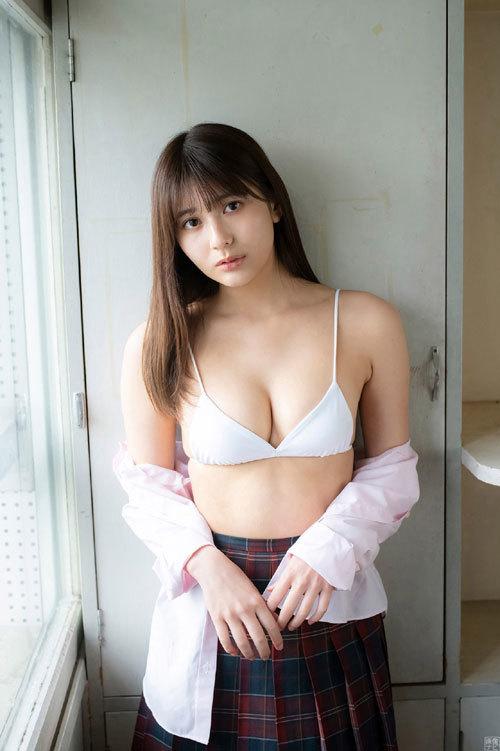 スポーツ万能な新人アイドル 新井遥のグラビア画像