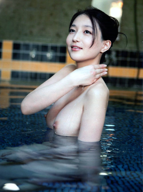 温泉に一緒に入っておっぱいを揉みまくりたい1