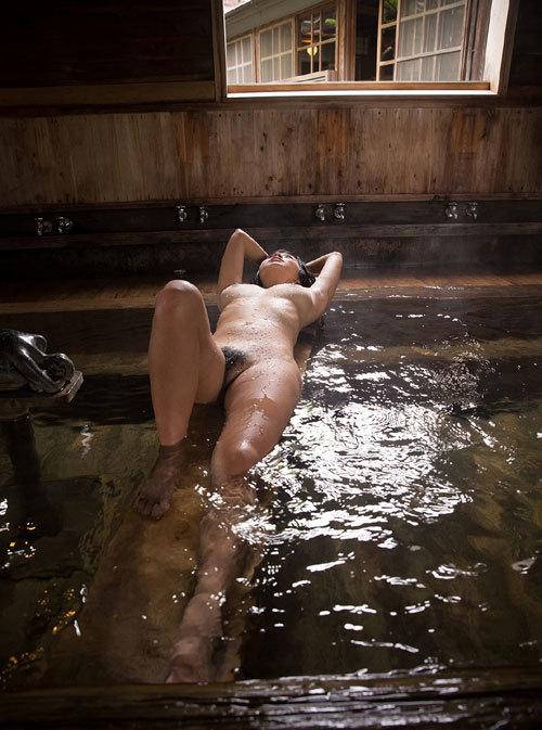 温泉に一緒に入っておっぱいを揉みまくりたい13