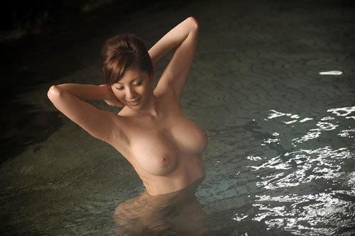 温泉に一緒に入っておっぱいを揉みまくりたい15