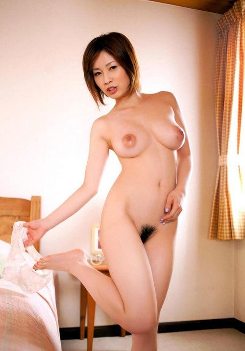 奥田咲 男好きするエロい若妻と汗だくセックス