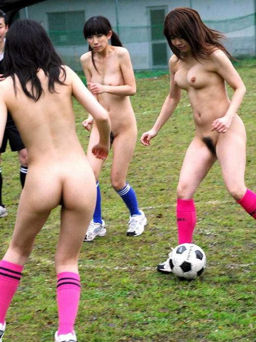 おっぱい丸出しでスポーツしてる女の子を鑑賞15