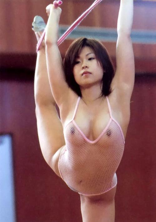 おっぱい丸出しでスポーツしてる女の子を鑑賞24