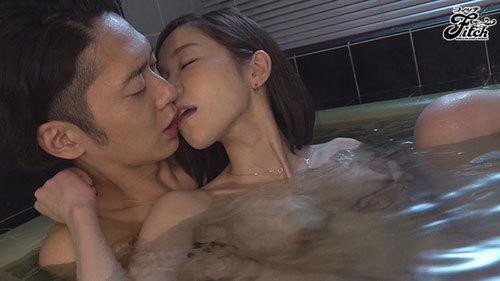 新婚の僕が出張先で女上司とまさかの相部屋 朝から晩まで性奴●にされた逆NTR 篠田ゆう3