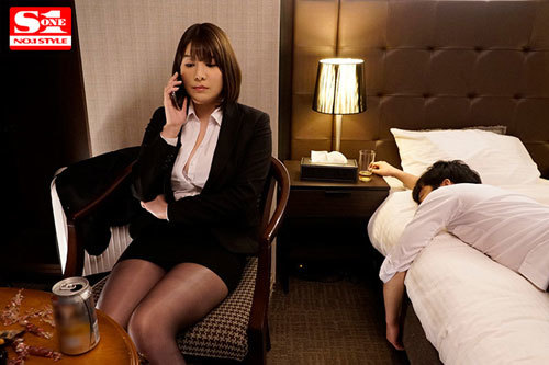 Jカップと噂の美人上司を部下の僕が出張先ホテルで寝取った絶倫性交の夜 有栖花あか2