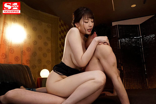 彼女のすぐ傍でJカップお姉さんからささやき淫語と乳首責めで犯●れちゃう僕。 安齋らら 6