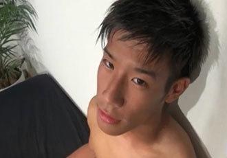 エロ可愛いぴっちぴちの18才イケメン男子発見!