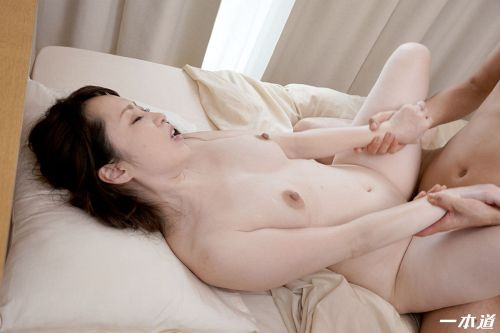 篠原なぎさ - まんチラの誘惑 ~色白美白のドエロい友達のママ~ 20
