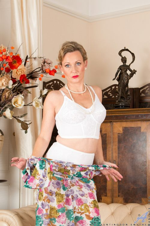 Mrs Huntingdon Smythe - BIT OF NAUGHTY FUN 02