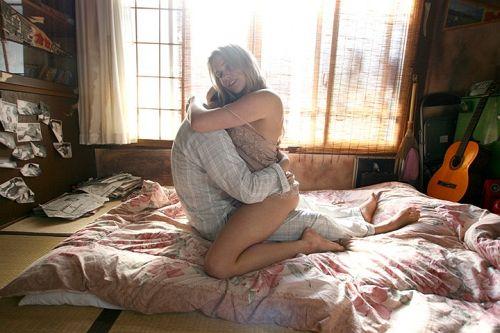 四畳半で愛を知る青い目の金髪人妻 続編 4時間 10