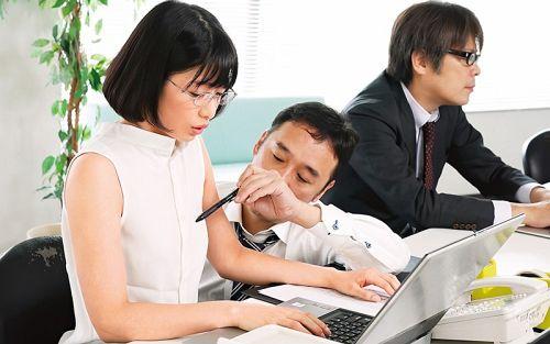 上司に乳首ハラスメントされ続け、早漏イクイク敏感体質に仕込まれた女子社員 川上奈々美 01