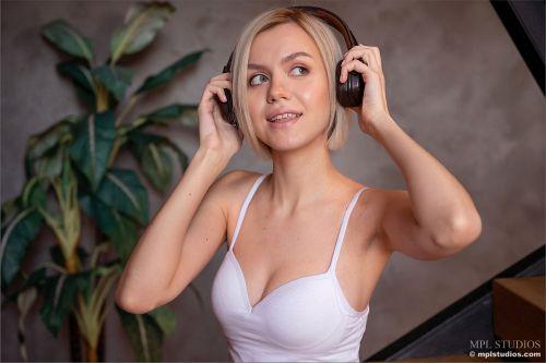Lana Lane - CAN YOU HEAR THE MUSIC? 01