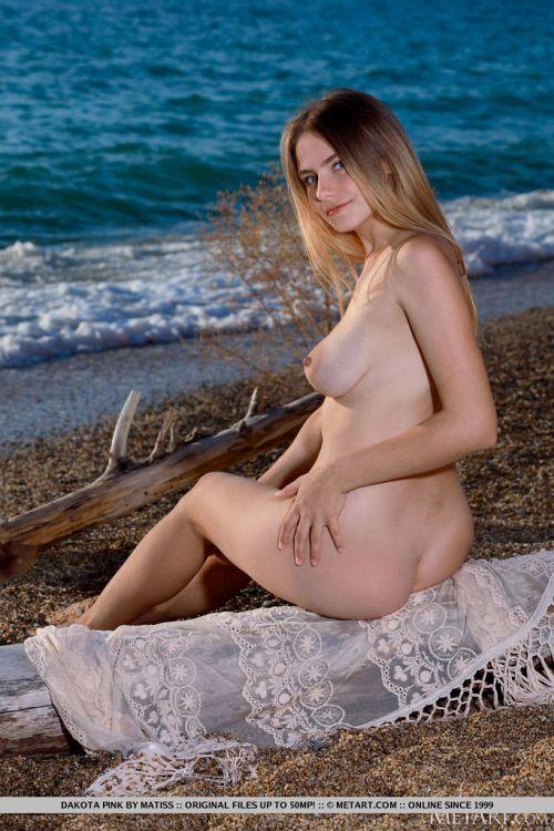 Dakota Pink - SEASIDE VIEW 18