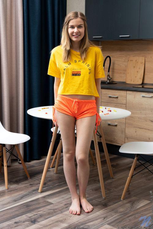 Lana Broks - SWEET DESIRE 01