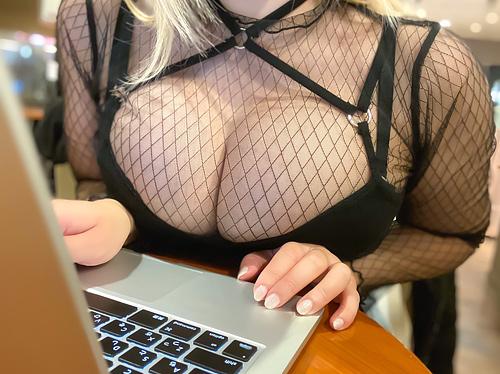 誰もが好物な巨乳の胸の谷間画像 part89