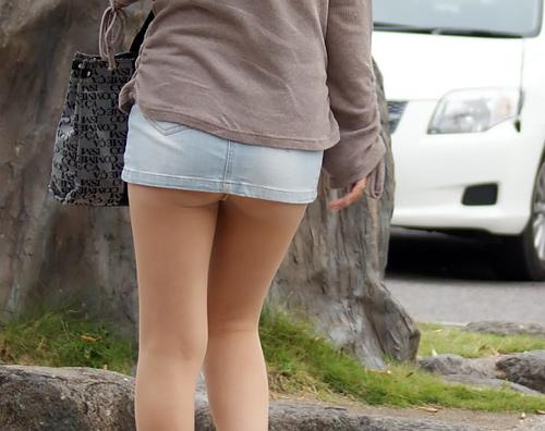 ミニスカギャルのケツ追っかけた街撮り画像wwwwww