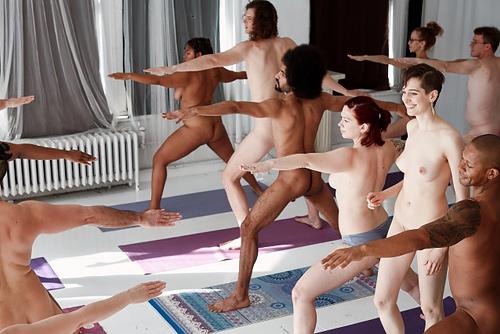 【動画】男女共学コースあり!ニューヨークで流行中の『全裸ヨガ教室』が○起不可避だと話題にwwwwww
