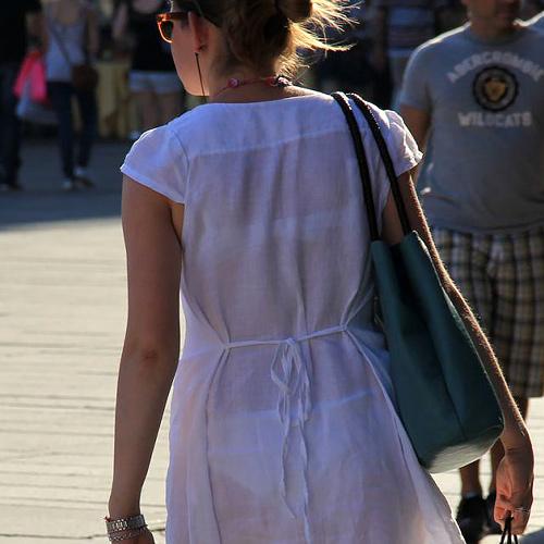 【街撮り透けブラ】敢えて見せてるの!?シースルー女子たちが気になりすぎる・・・(画像25枚)