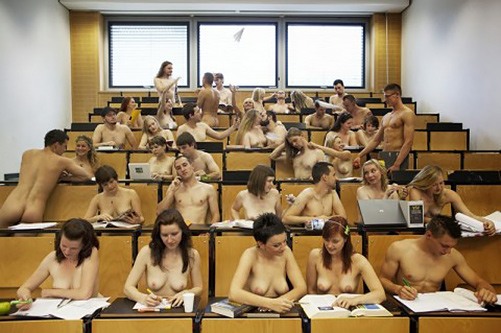 海外の授業はみんなヌードで受けているのか?