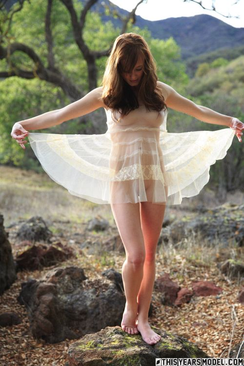 Ellie Jane - ELLIE WEARS A WEIRD DRESS 02