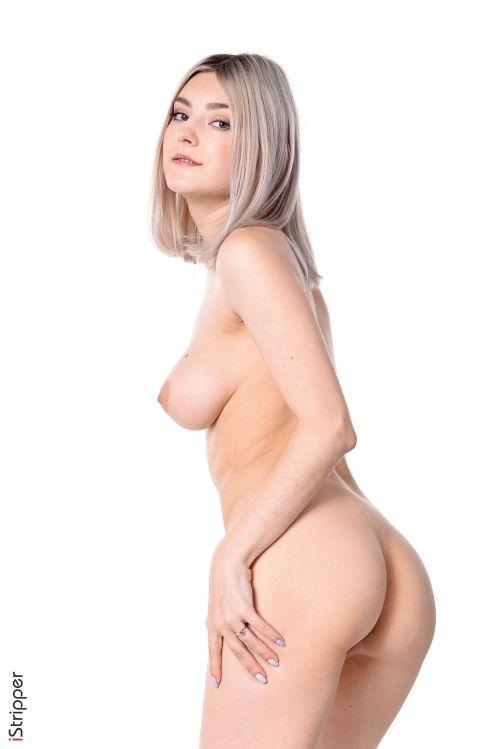 Eva Elfie - OVERAWES