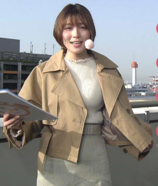 阿部華也子 ジャケットを脱いで出てきたニット巨乳キャプ・エロ画像2