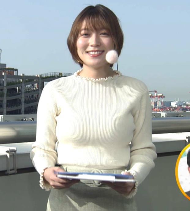 阿部華也子 ジャケットを脱いで出てきたニット巨乳キャプ・エロ画像4