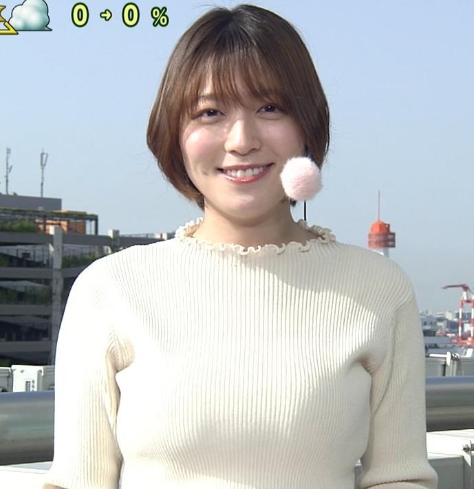 阿部華也子 ジャケットを脱いで出てきたニット巨乳キャプ・エロ画像8