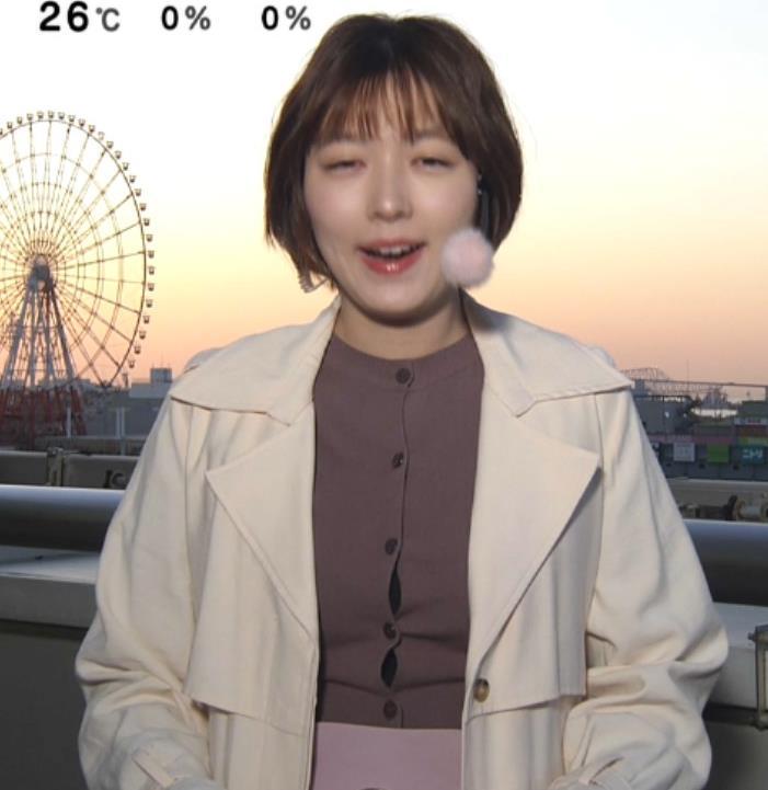 阿部華也子 胸がパツパツの衣装キャプ・エロ画像
