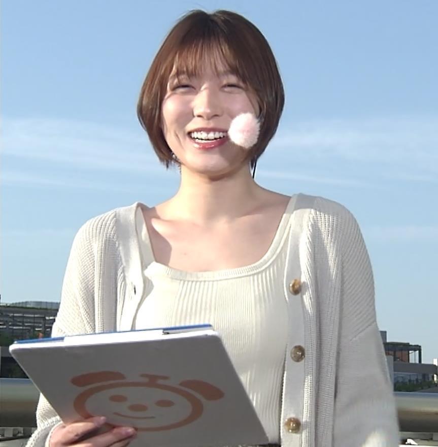 阿部華也子 薄着になってきて衣装がセクシーキャプ・エロ画像