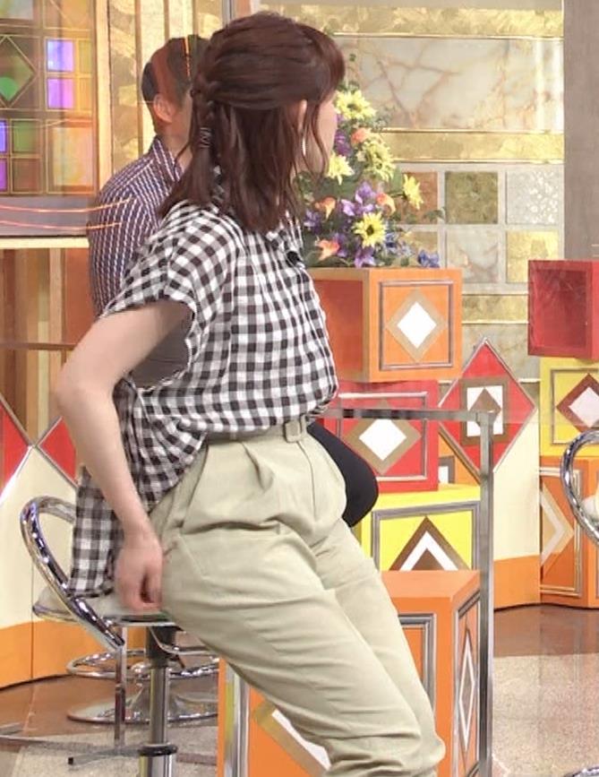 新井恵理那 股間の正面(おしり歩き)キャプ・エロ画像4