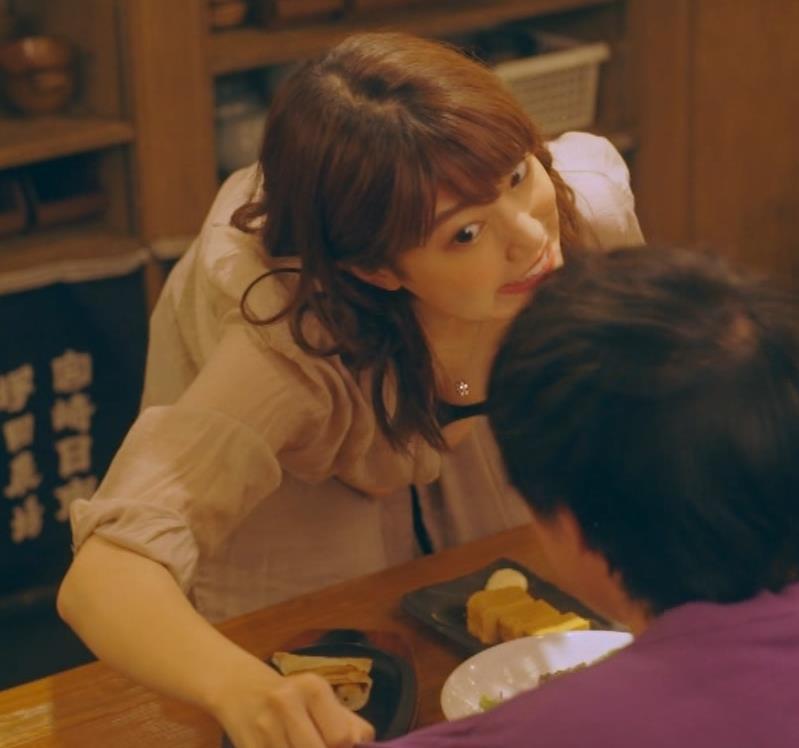 芦原優愛 ドラマのエロ要員、胸の谷間大胆露出!キャプ・エロ画像3