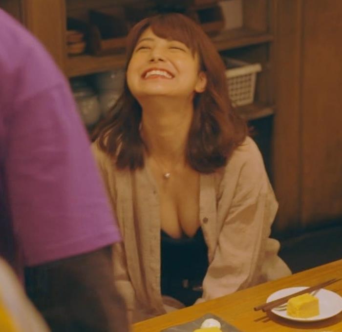 芦原優愛 ドラマのエロ要員、胸の谷間大胆露出!キャプ・エロ画像4