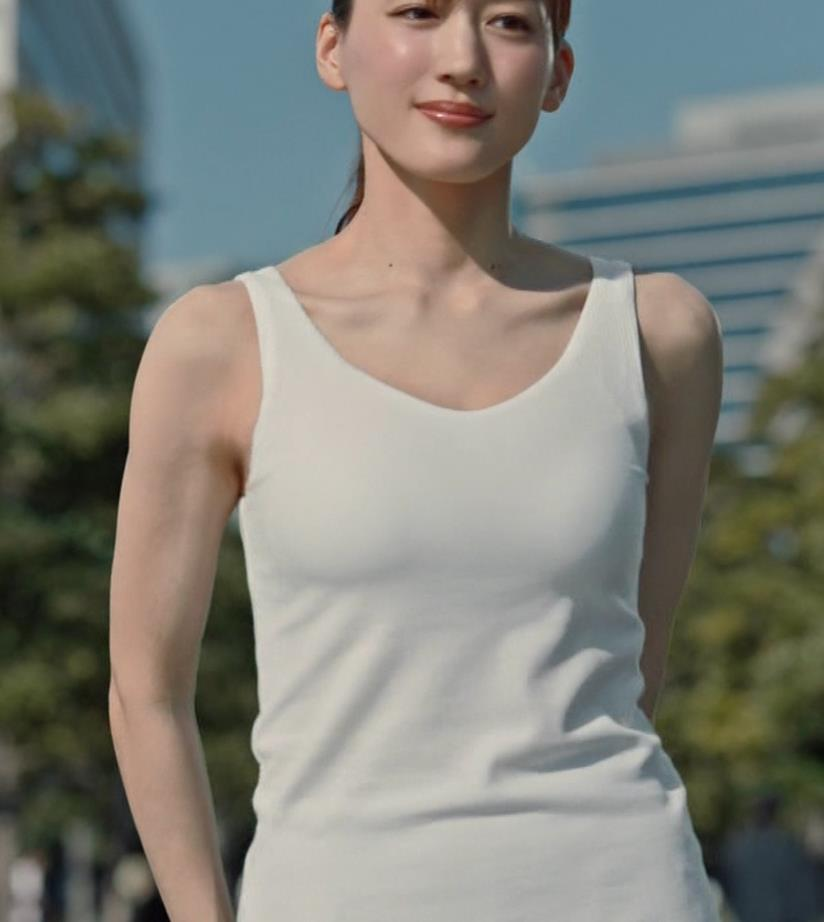 綾瀬はるか エロすぎるブラトップのCMキャプ・エロ画像3