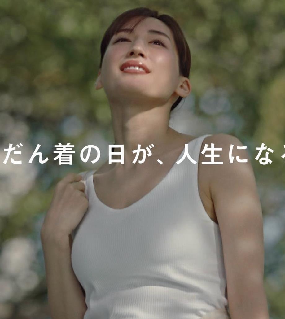 綾瀬はるか エロすぎるブラトップのCMキャプ・エロ画像7