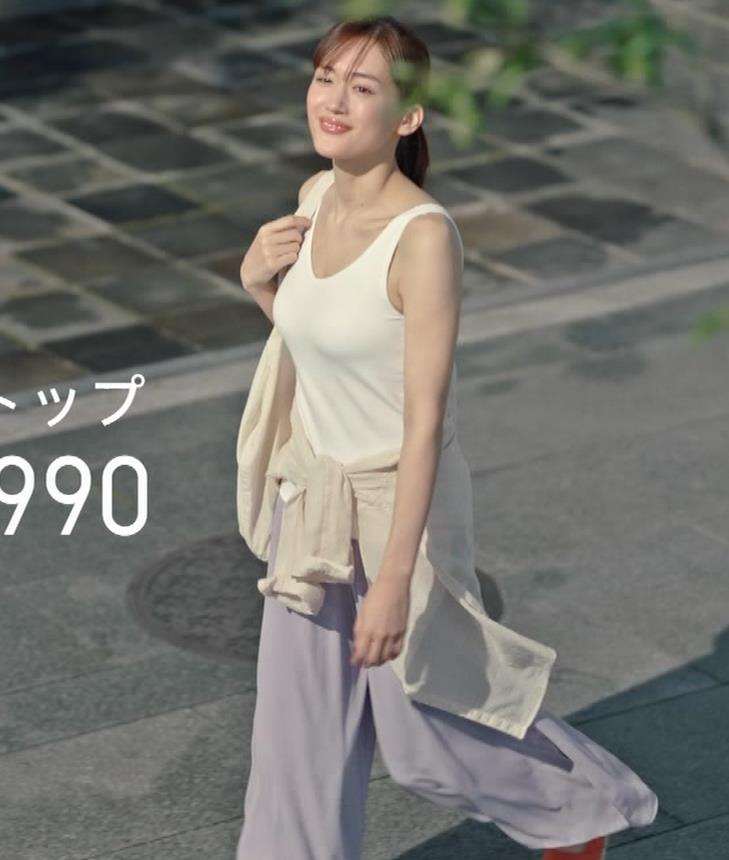 綾瀬はるか エロすぎるブラトップのCMキャプ・エロ画像8