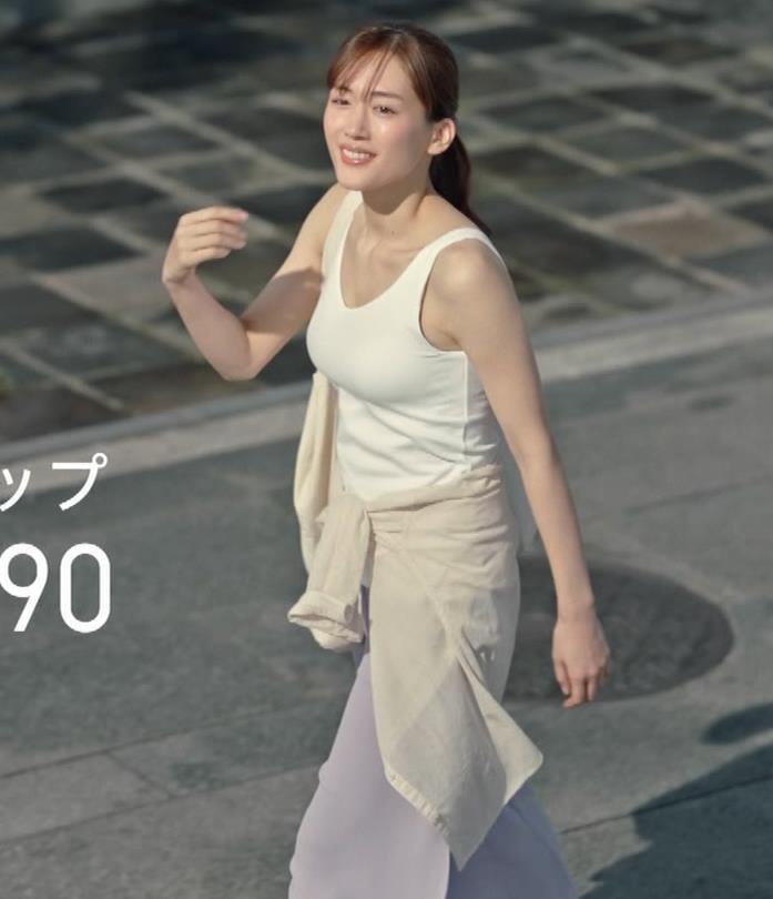 綾瀬はるか エロすぎるブラトップのCMキャプ・エロ画像9