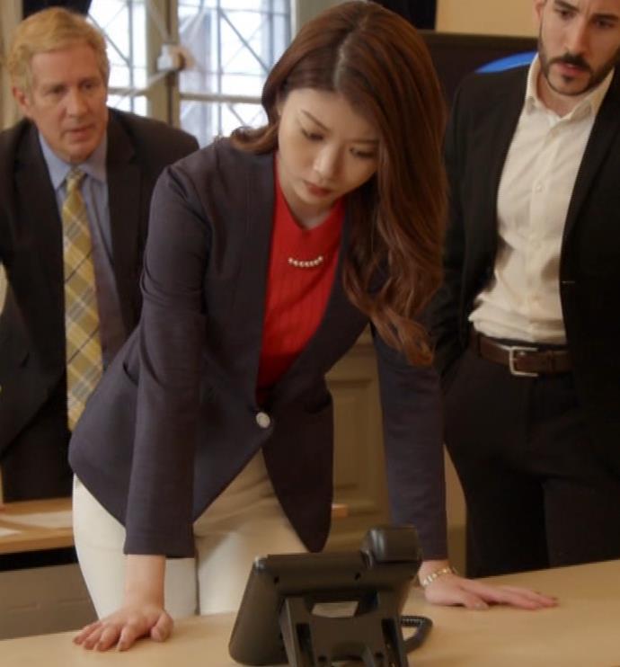 馬場ふみか 刑事役でもセクシー(ちょっと乳揺れ)キャプ・エロ画像2