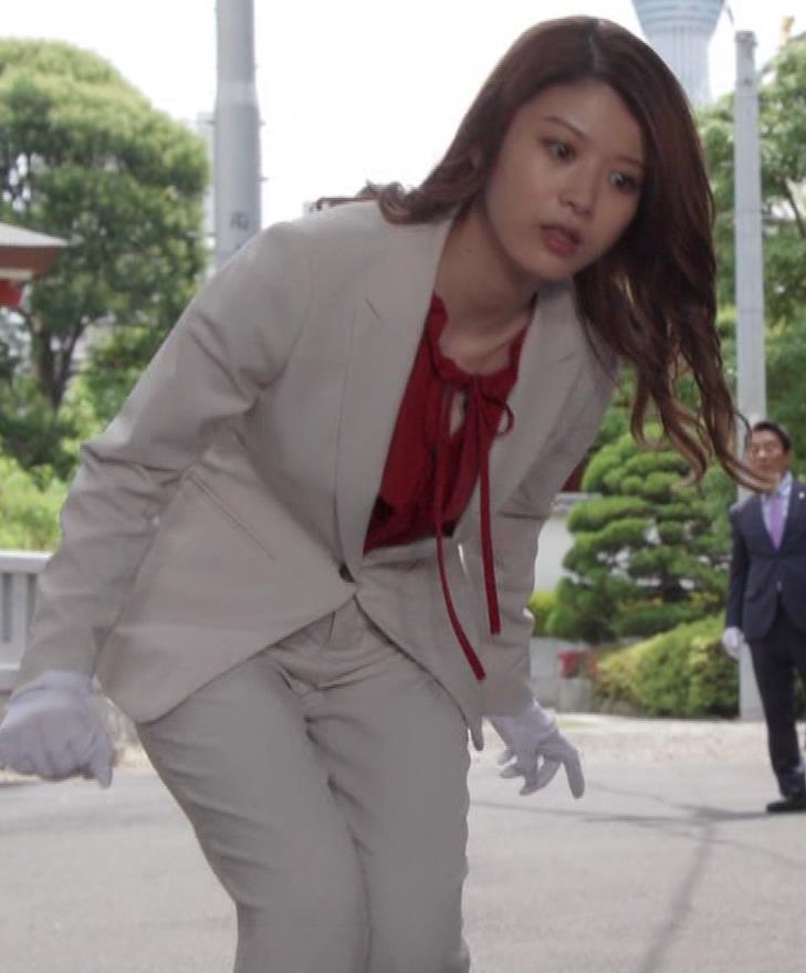 馬場ふみか 刑事役でもセクシー(ちょっと乳揺れ)キャプ・エロ画像12