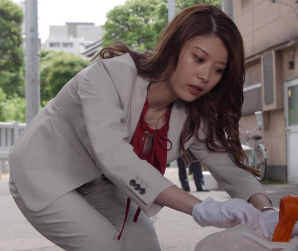 馬場ふみか 刑事役でもセクシー(ちょっと乳揺れ)キャプ・エロ画像13