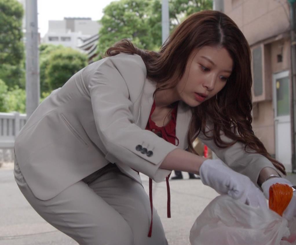 馬場ふみか 刑事役でもセクシー(ちょっと乳揺れ)キャプ・エロ画像14